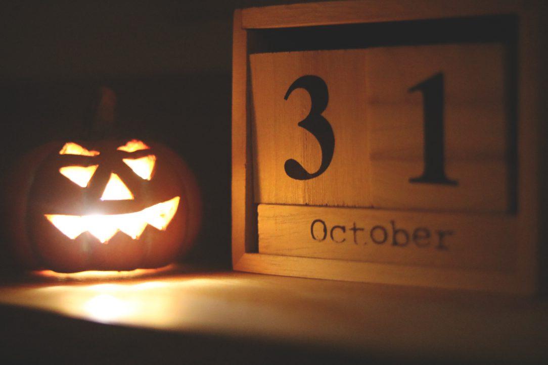 Jack o'lantern next to sign indicating October 31